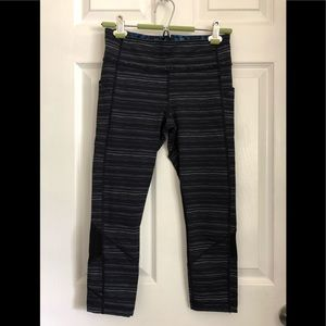 Lululemon crop leggings with side pockets, size 6